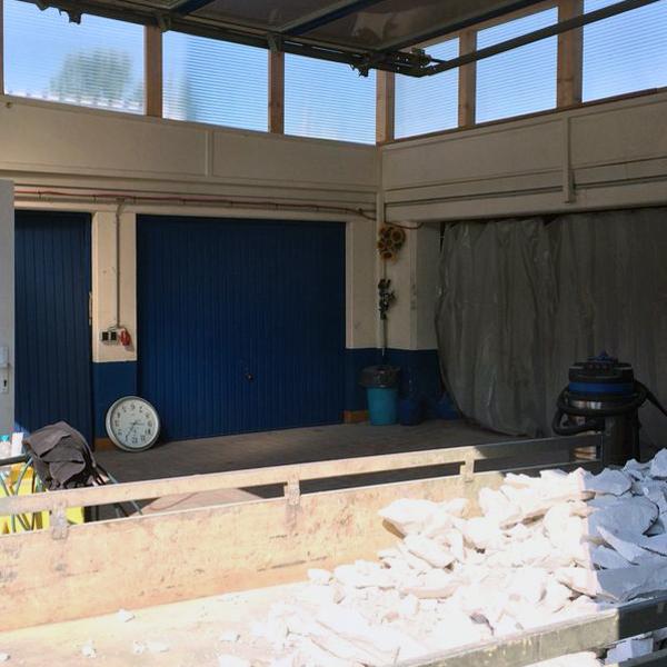 Unsere BMW Motorrad Werkstatt während der Sanierung.